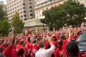 Striking Verizon workers (Paul Weiskel / Flickr)