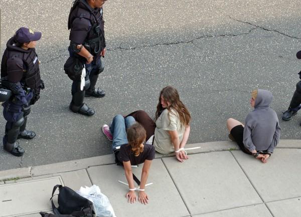 women_prisoners_incarceration_arrest_ziptied_police